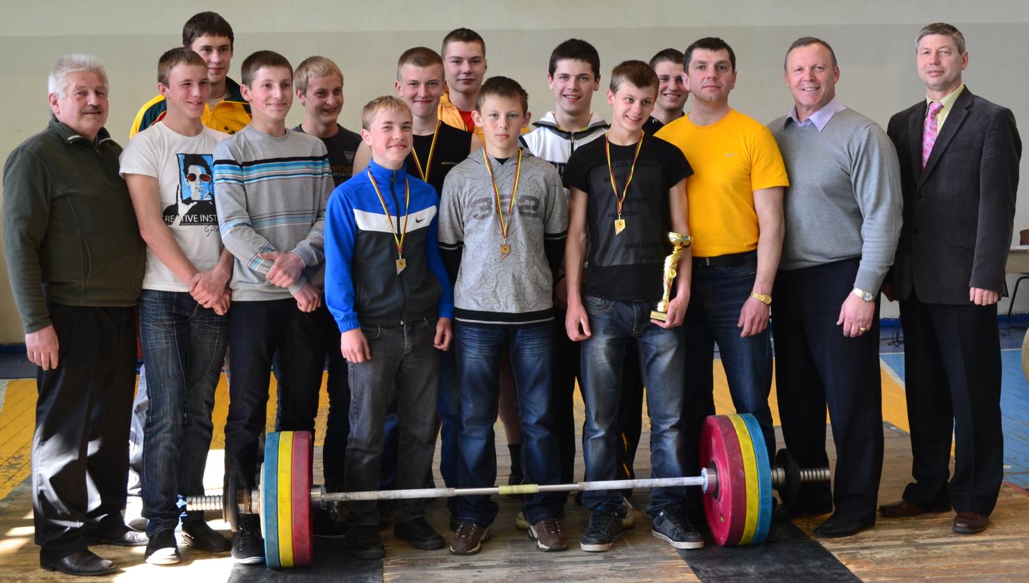 Klaipėdietis Andrius UŽKURAITIS tapo jaunių absoliučiu čempionu. Svajūnas ALEKSIEJUS gerino šalies rekordus
