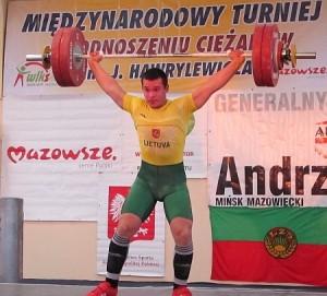 Andrius Užkuraitis pasiekė Lietuvos jaunių rekordą rovimo veiksme