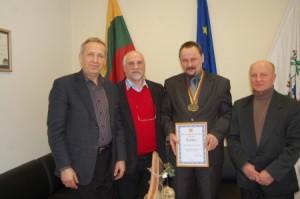 Antanas Baura-mero patarėjas, Bronislavas Vyšniauskas-LSAF l.e.p. prezidentas, Sigitas Obelevičius-meras, Algirdas Ananka-treneris