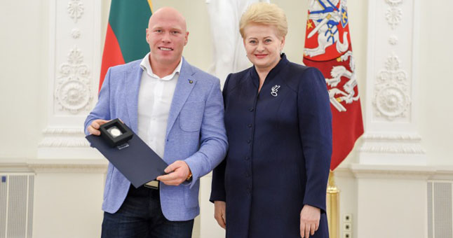 Lietuvos Respublikos Prezidentė Dalia Grybauskaitė apdovanojo geriausius metų sportininkus ir jų trenerius